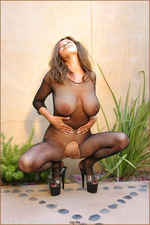 большая грудь под прозрачной одеждой