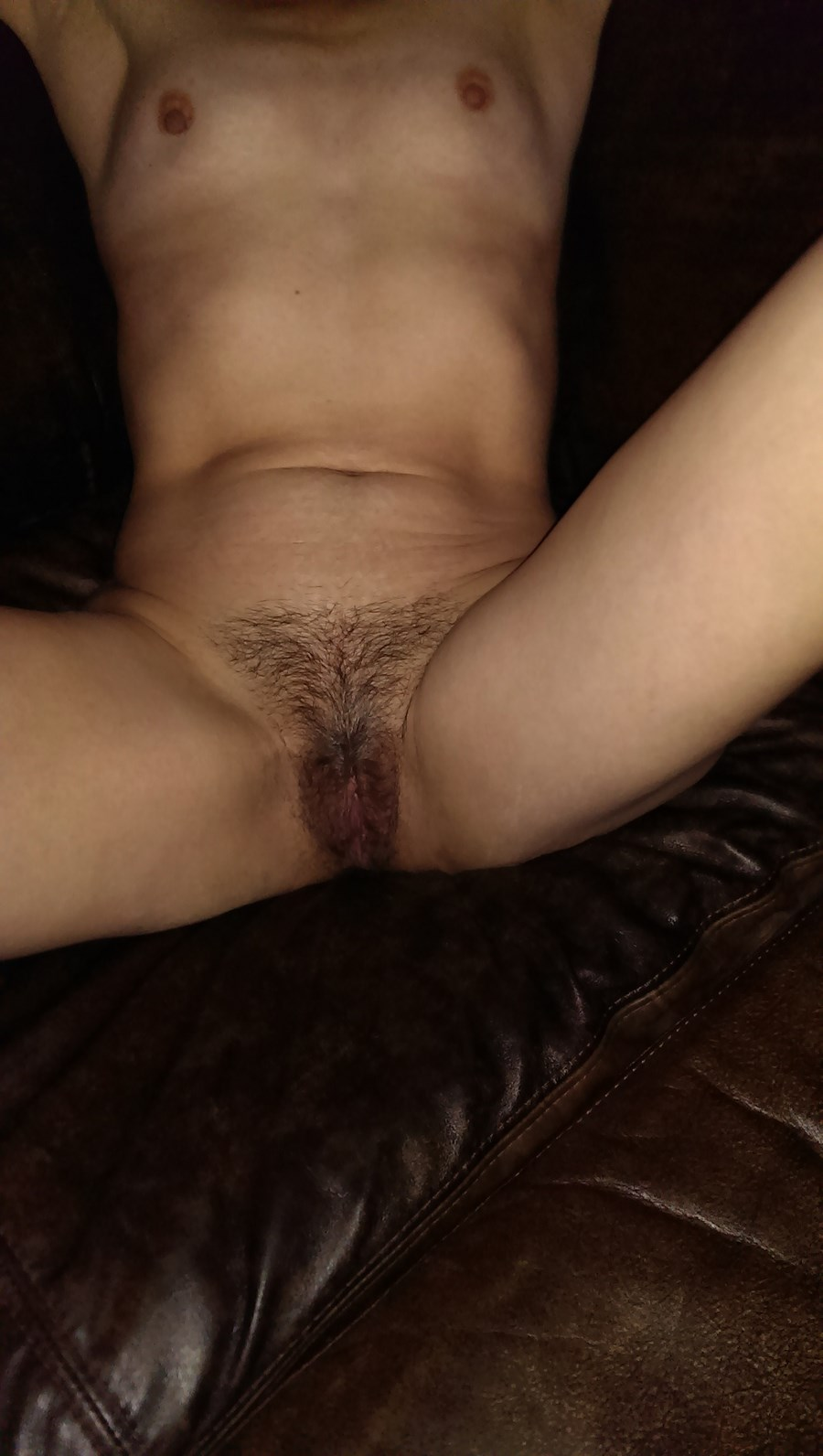 Фото зрелой волосатой пизды в сперме 21 фотография