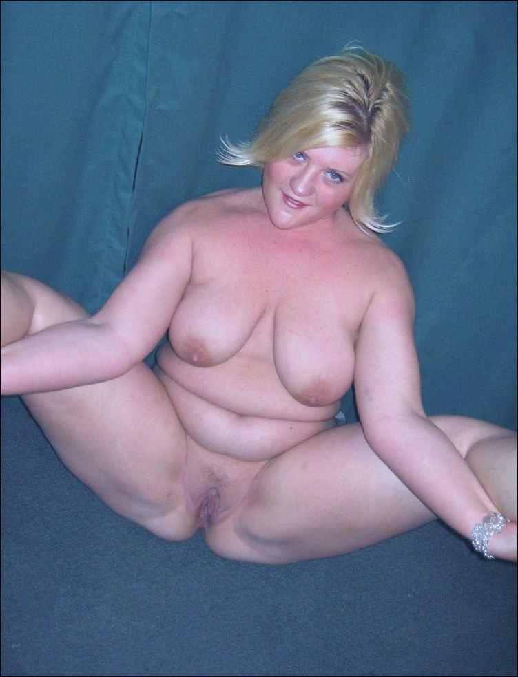 дома на диване она раздвинула свои толстые ляжки