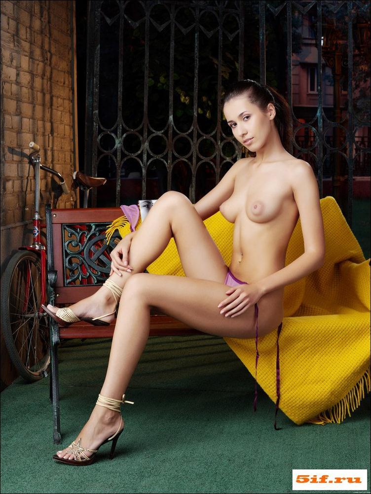 Секс с длинноногой женщиной в селе 18 фотография