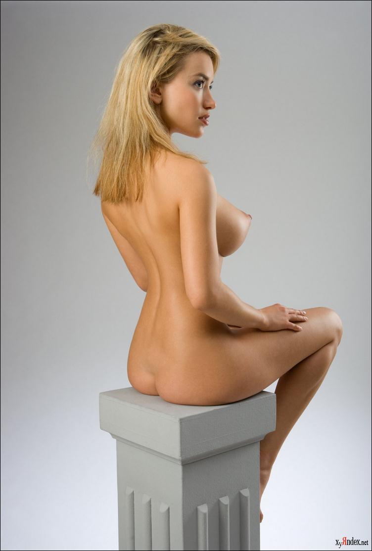 сиди голая в полоборота