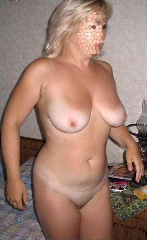 голая толстушка показала сиськи, но скрыла свое лицо