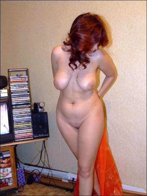 слегка полненькая женщина с красивой грудью